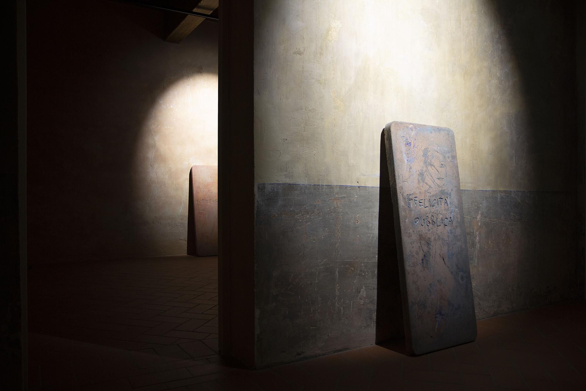 Francesco Di Tillo, Matrice per una dimensione giuridica, 2020, impasto di cemento e terra, ossidi_LOW